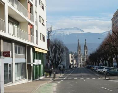 Location Local commercial 95m² Voiron (38500) - photo